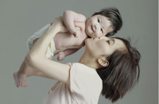 12名香港女星拍 2013年慈善月历