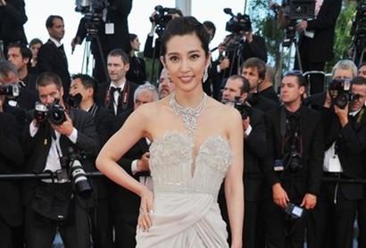 李冰冰勇闯好莱坞奢华造型争做国际女王
