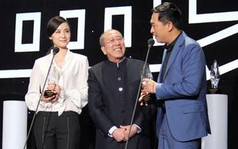 2012十佳男女演员张嘉译宋佳获奖 《悬崖》热播