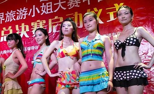 第40届世界旅游小姐参赛佳丽展示火辣泳装秀