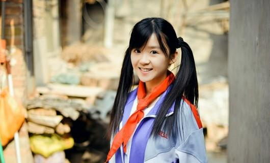 中国萌妹校服照走红 网友:美人穿什么都是美人