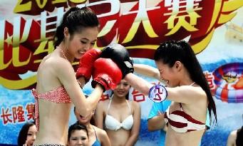 长隆比基尼小姐大赛举行 众美女变身性感拳击手