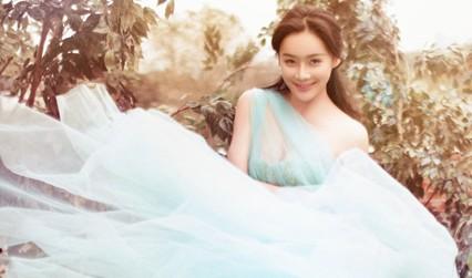 袁姗姗梦幻写真彰显性感 双面女神独具魅力
