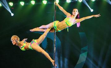 """中国钢管舞锦标赛 男女选手""""妖娆""""上阵"""