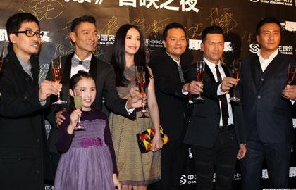 张国立助阵《风暴》首映红毯 刘德华姚晨人气爆棚