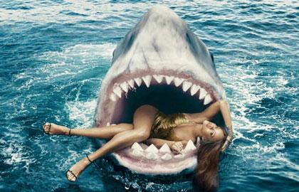 """""""鲨""""口秀性感!蕾哈娜化身小美人鱼拍大片"""