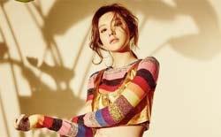韩星金雅中时尚写真 造型精致露纤细蛮腰