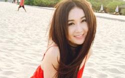 温碧霞海滩长裙惊艳 香肩微露长腿抢镜
