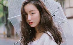 吕一街拍雨中漫步 如诗的女子素雅纯净