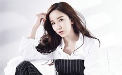 娄艺潇杂志片大玩男友风 帅气Max眼神杀