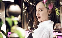 张嘉倪曝写真大片 国民姐姐诠释初夏浪漫