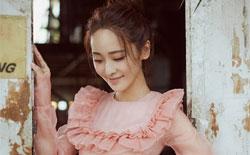 李曼轻纱粉裙写真曝光 清新俏丽仙美十足
