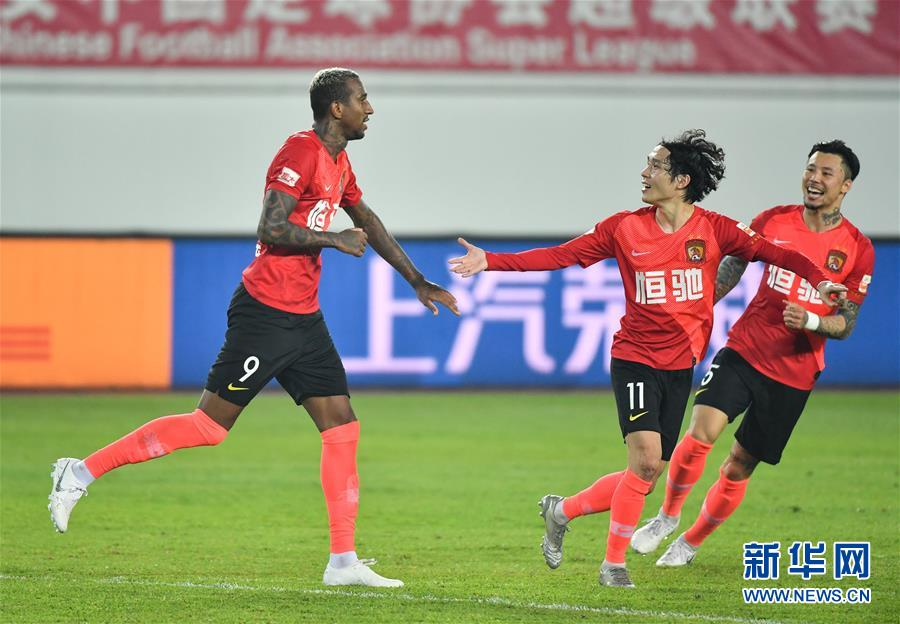 (体育)(19)足球——中超:广州恒大淘宝胜上海上港
