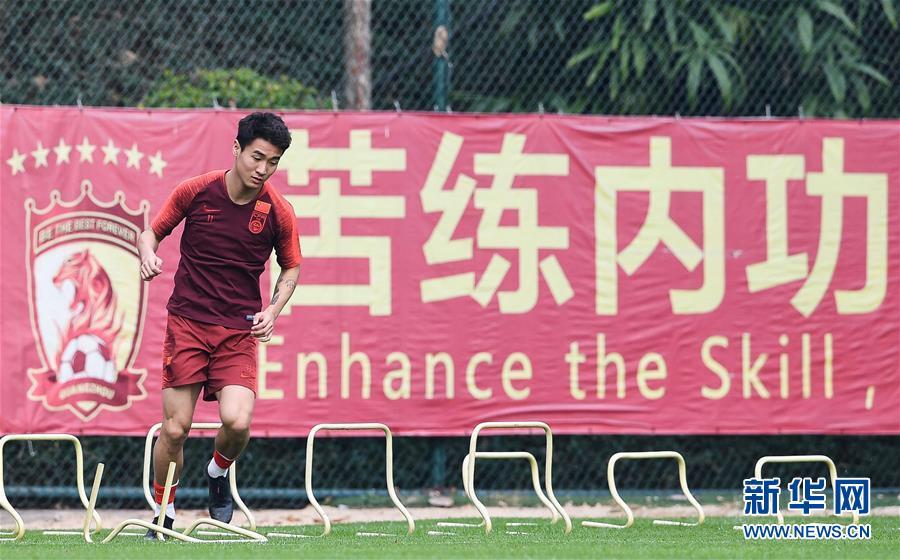 (体育)(9)足球——李铁率领新一届国足首训