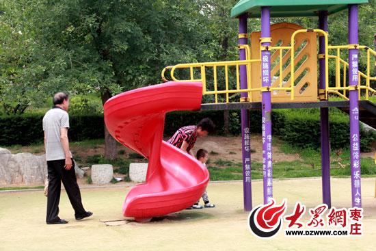 东湖公园儿童娱乐设施带病上岗 儿童慎玩_枣